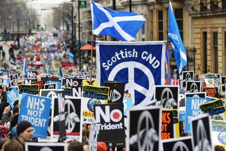 Londra: imponente manifestazione contro le armi nucleari